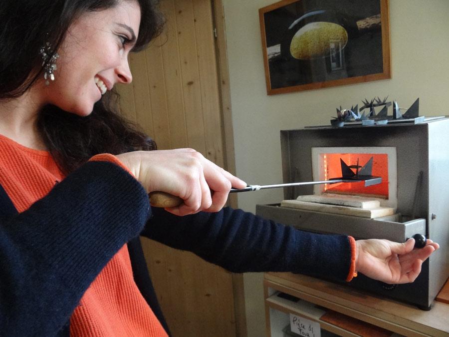 Béatrice Perget émailleuse sur cuivre à Moissac 82 cuisson art du feu artisanat d'art