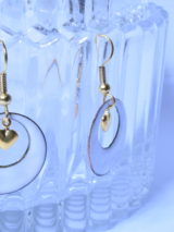 Boucles petites créoles blanches en véritable émail de Limoges. Collection De blanc et d'or. Bijou pour Elle. Idée cadeau St Valentin