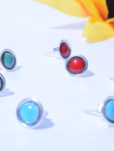 Boucles d 'oreilles puces couleur