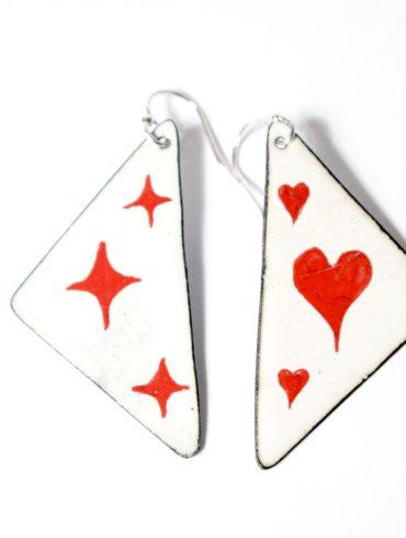 Boucles d'oreilles, bijou unique formes triangulaires aux motifs de jeu de cartes, carré d'as s'illuste avec les motifs du pique, trèfle