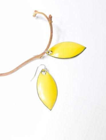 boucles feuilles jaunes