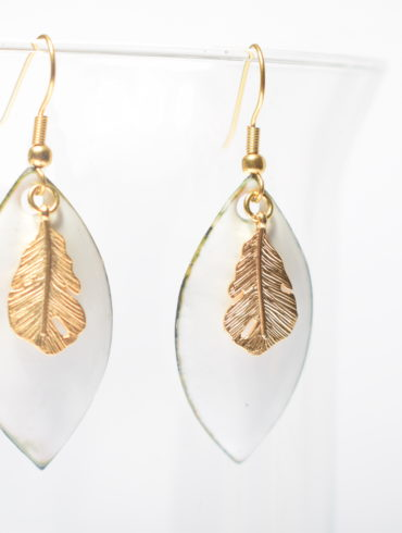 Boucles d'oreilles-earrings-french handcraft-artisanat-émaux-enamel-plume dorée-mariage