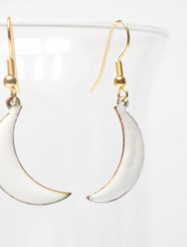 boucles d'oreilles petites lunes blanches-émaux d'art-fait-main-french jewellery-handcraft-création-Au fil d'émaux-artisanal