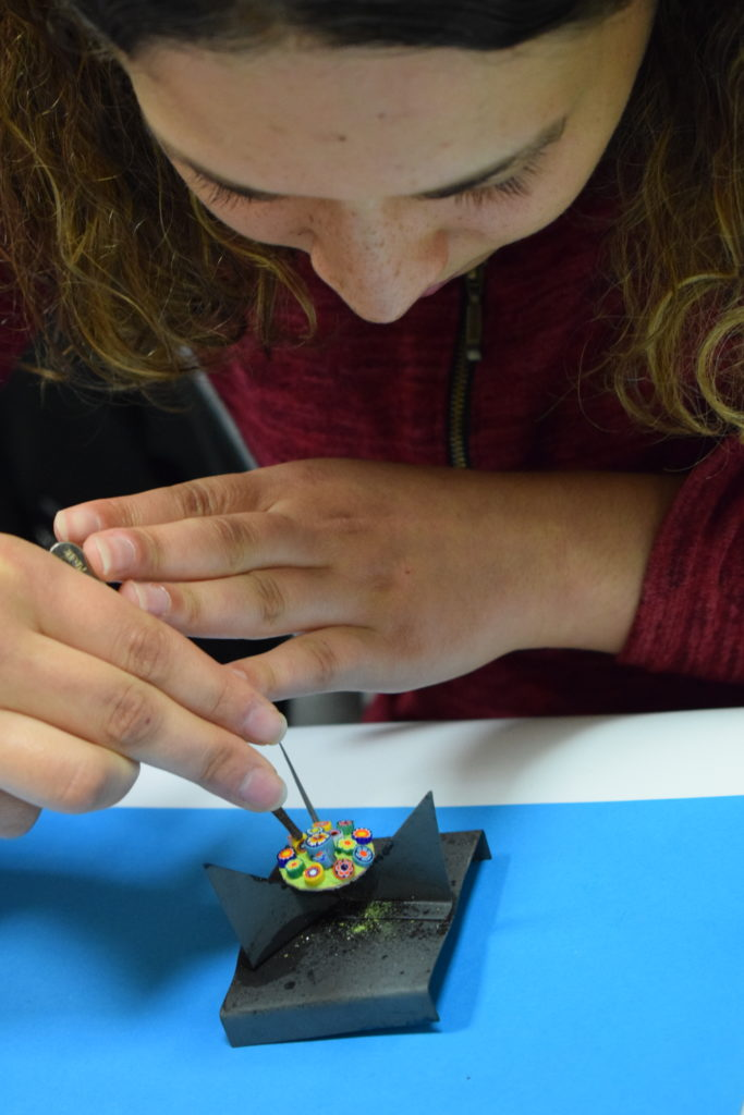 Découvrir les émaux sur métal à Moissac. Idée cadeau, loisirs. Enfants et adultes.