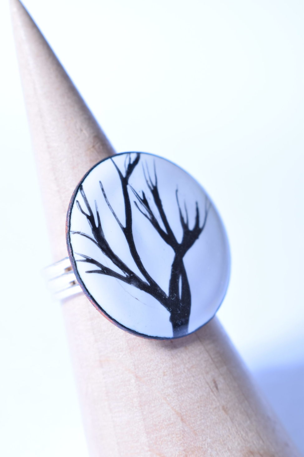 pièce unique bague ronde motifs branches émaux sur cuivre véritables bague artisanale