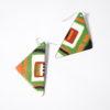 Boucles d'oreilles de forme triangles, originales et uniques, la touche couleur en duo d'oreilles