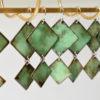Boucles d'oreilles pendantes couleur vert d'eau. Nuancé de tons en émaux sur cuivre. Pièces uniques réalisées à Moissac, dans l'atelier Au fil d'émaux de Béatrice Perget. Créatrice émailleuse d'art. Bijou original au tons doux; très féminines. Pièce mode.