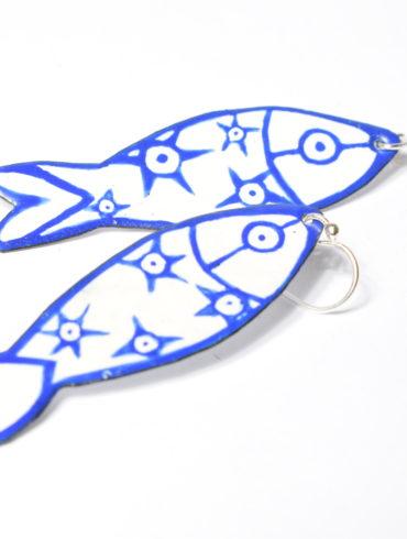 sardines à porter-bleues-pièces originales-sortir de l'ordinaire-fashion-au fil d'émaux-pièce d'art-atelier-au fil d'émaux-Moissac-France-près du cloitre de Moissac-Abbatiale Saint Pierre