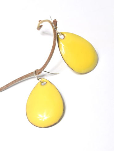 boucles d'oreilles forme goutte jaune
