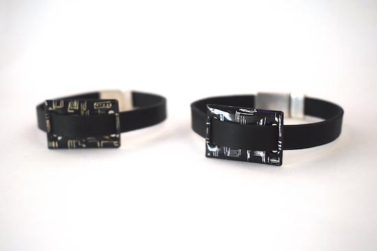 Bracelets homme en émaux et cuir Pièces uniques réalisées main par l'émaillerie d'art Béatrice Perget. A retrouver en boutique Au fil d'émaux. Moissac.