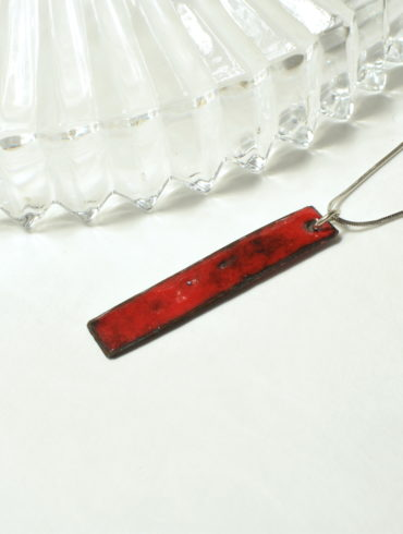au-fil-d-emaux-b-perget-pendentif-rectangle-rouge-unique-faitmain-artisan-occitanie-emaux-d-art
