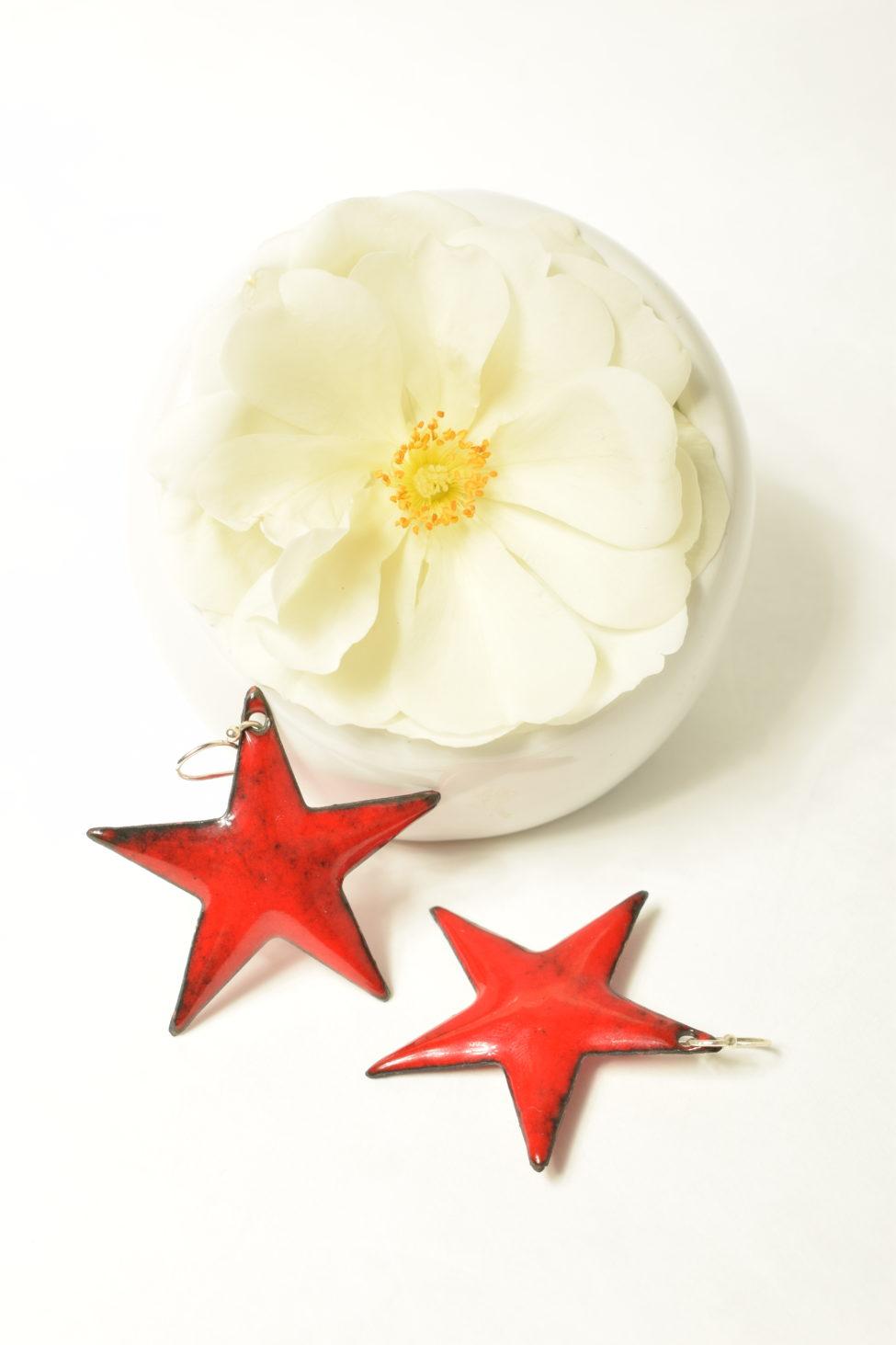 Boucles grandes étoiles rouges en émaux