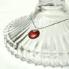 Collier pendentif médaille émail rouge