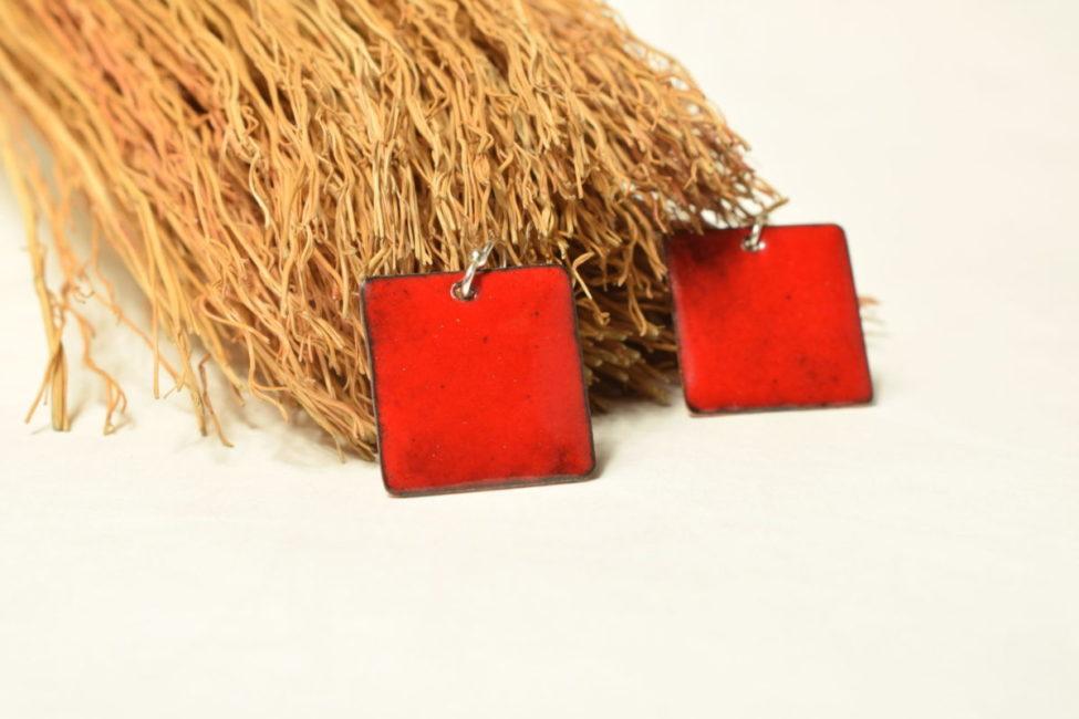 Boucles d'oreilles carrées rouges en émaux