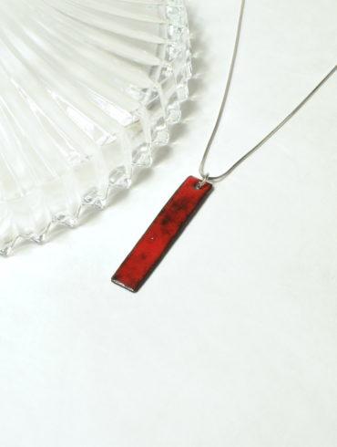 Collier pendentif émail rouge rectangle