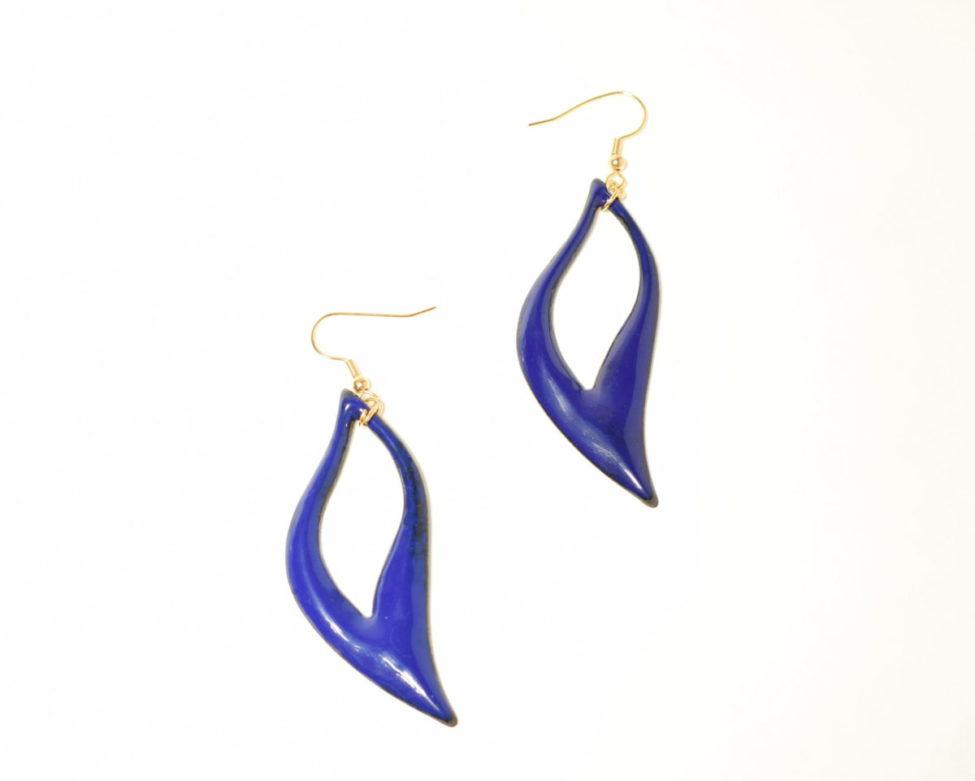Boucles longues feuilles ajourées bleu roi