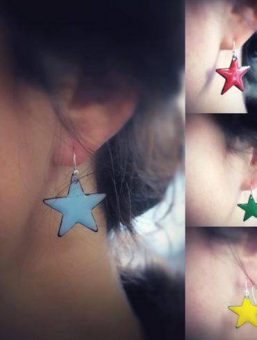 Boucles d'oreilles petites étoiles couleur