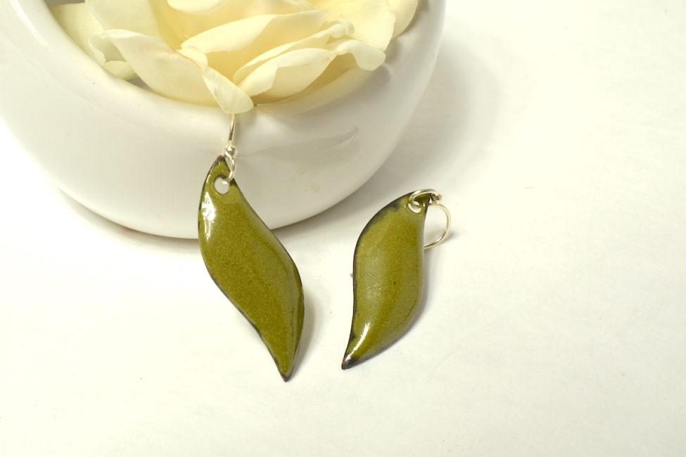 Boucles d'oreilles petites flammes vertes olive