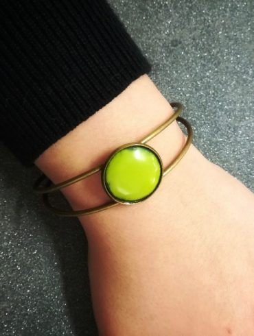 Bracelet émail vert clair monture bronze