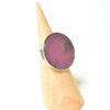 Bague ronde couleur pourpre et monture argent