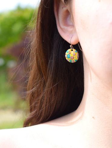 boucles d'oreilles petits ronds en émail aux motifs patchworks