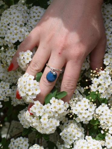 Bague pampille perlée bleu bondi et anneau réglable en argent