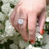 Bague pampille perlée blanche et son anneau ajustable en argent