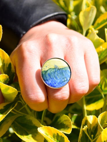 bague-ronde-paysage-vert-bleu-emaux-argent-reglable-beatrice-perget-creation