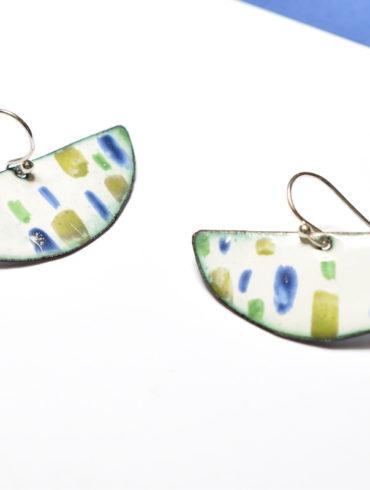 boucles-emaux-argent-demi-lune-forme-geometrique-couleur-touches-gaie-bijou-original-createur-francais