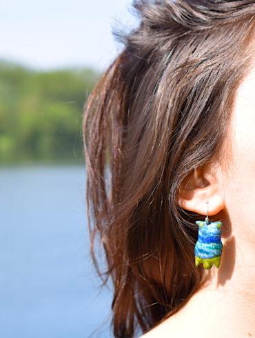 boucles-hibou-paysage-vert-bleu-emaux-peint-creation-aufildemaux