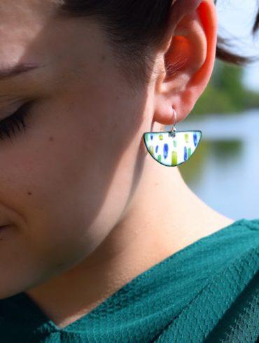 boucles d'oreilles demi-lunes motifs patchworks en émail