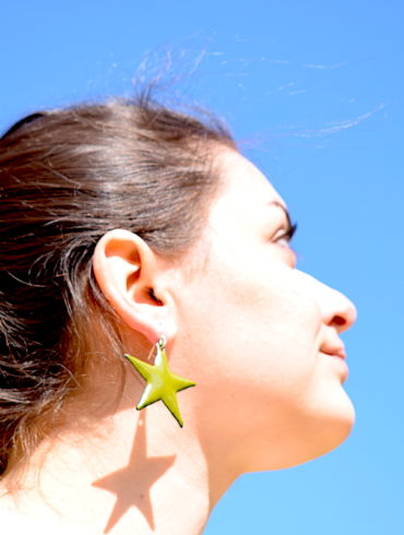 boucles-oreille-grandes-etoiles-vert-olive-emaux-creation