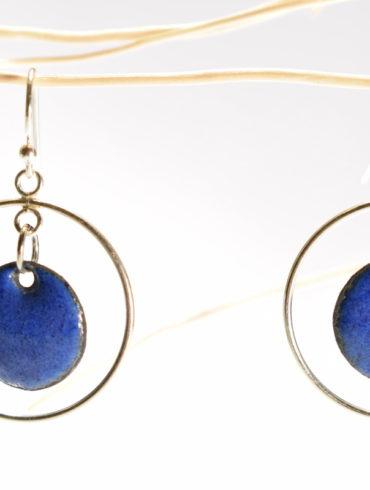 boucles-oreille-mobile-argent-petit-rond-bleu-émaux-art-creation-fabrication-francaise-aufildemaux-beatrice-perget-occitanie