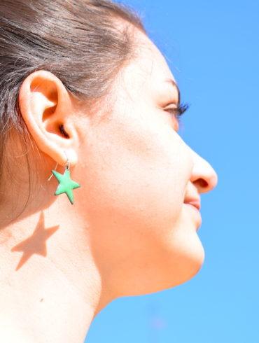 boucles-oreille-petites-etoiles-pourpre-vert-fonce-creation-artisan