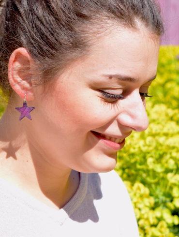 boucles d'oreilles petites étoiles en émail couleur pourpre