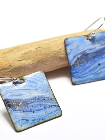 boucles-oreilles-collection-paysage-eau-bleu-emaux-peint-creation-main-creatrice-beatrice-perget-boutique-atelier-moissac