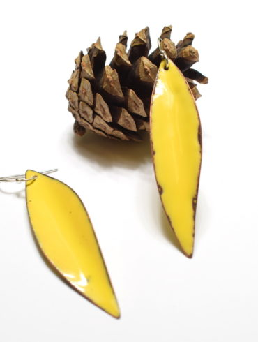 Boucles d'oreilles élégantes longues feuilles jaunes