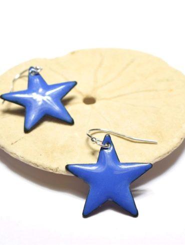 boucles-oreilles-petites-etoiles-bleu-marine-clair-attaches-argent-creations-aufildemaux-moissac