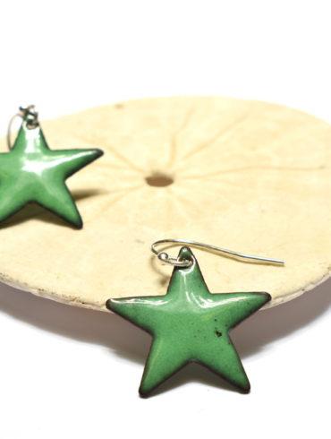 Boucles d'oreilles petite étoile vert foncé en émail