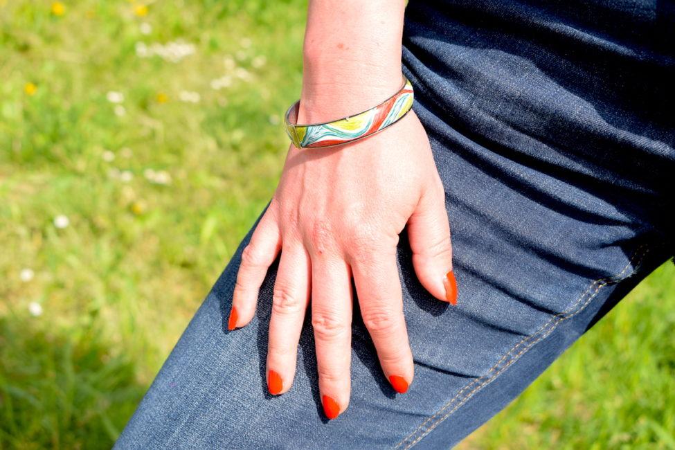 Bracelet en émail peint au motif naturel et monture rigide en argent