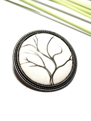 broche-arbre-noir-blanc-emaux-peint-aufildemaux-unique