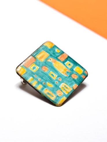 broche-carree-originale-emaux-peint-motifs-vert-jaune-orange-piece-unique-peint-main-