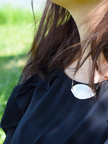 Collier feuille blanche et sa chaîne perlée en argent