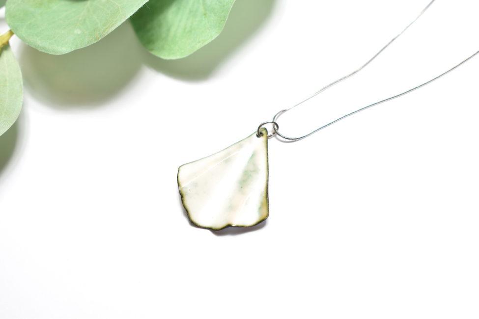 collier feuille blanche ginkgo