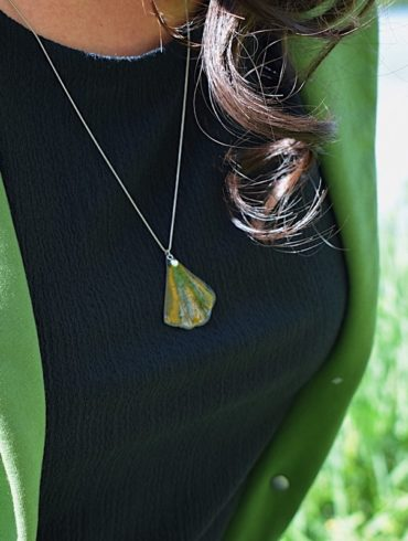 collier-feuille-ginkgo-pendentif-vert-chaine-argent-creation-artisan-art-france