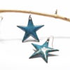 Boucles d'oreilles grandes étoiles bleu bondi en émail