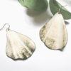 Boucles d'oreilles grandes feuilles ginkgo blanches