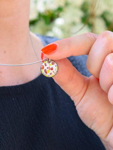 pendentif-collier-petit-rond-couleur-ete-creation-emaux-artisan