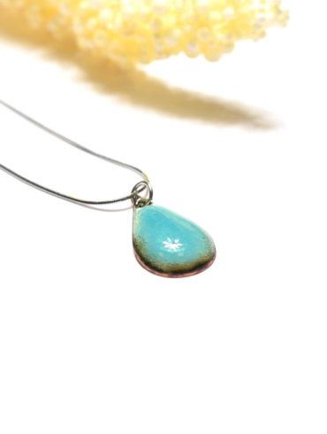 Collier pendentif petite goutte d'eau en émail
