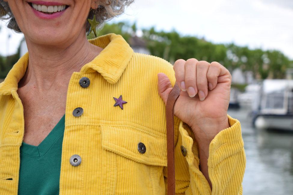Pin's petite étoile en émail de couleur pourpre